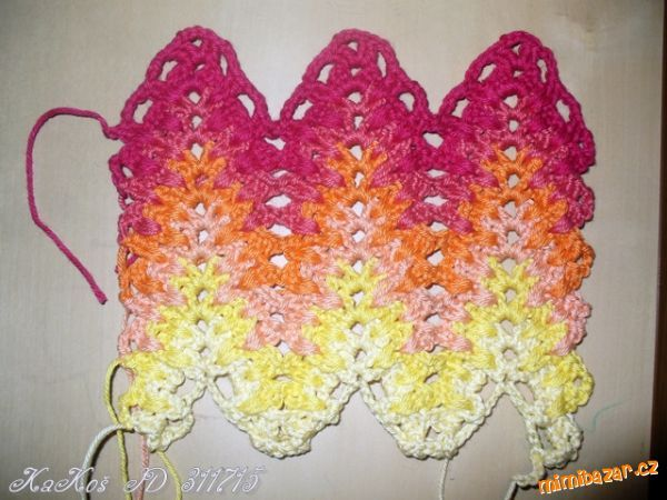 Marys Amish Ripple or sometimes called Lacey Chevron Ripple pattern. Here is a photo tutorial with diagram chart. http://2yanakara.blogspot.com/2014/07/2.html Love these colors together.