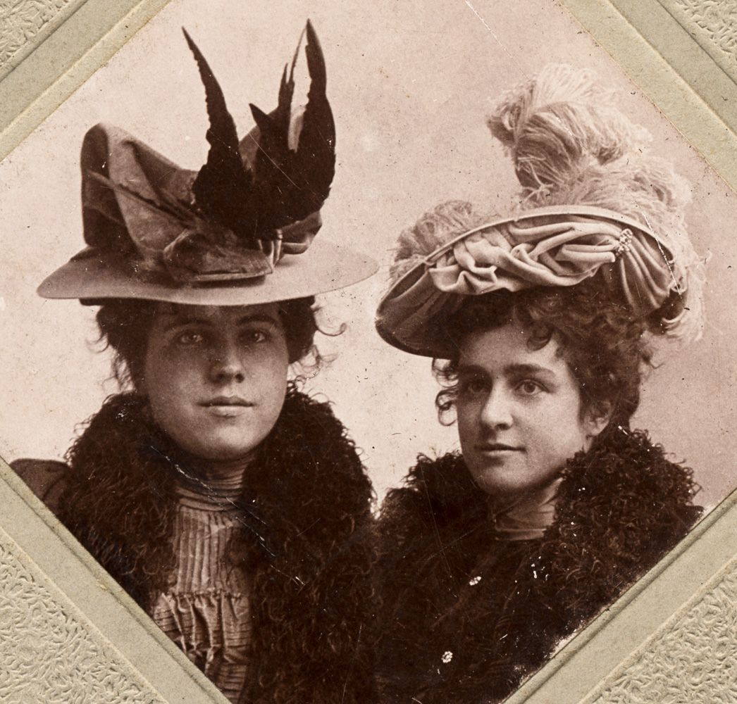 Late Victorian fashion: ladies with gorgeous hats: one of them with taxidermy (whole bird), as was quite typical for this period. Shorpy Historical Photo Archive :: Sisters: 1895. Victorian Millinery.