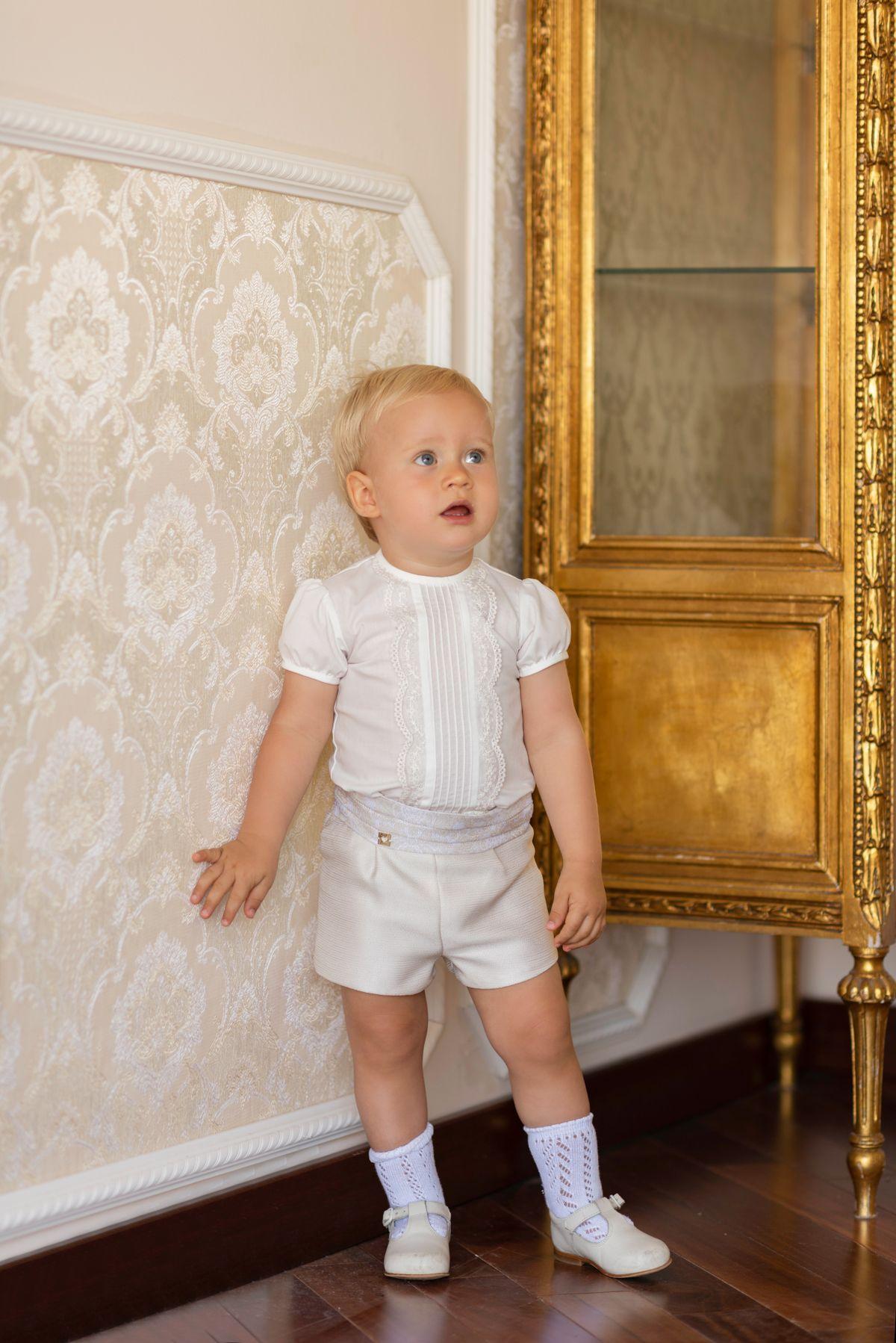 Conjunto de ceremonia para niño compuesto por camisa color marfil con  bordado en parte central y c67d0ae2230