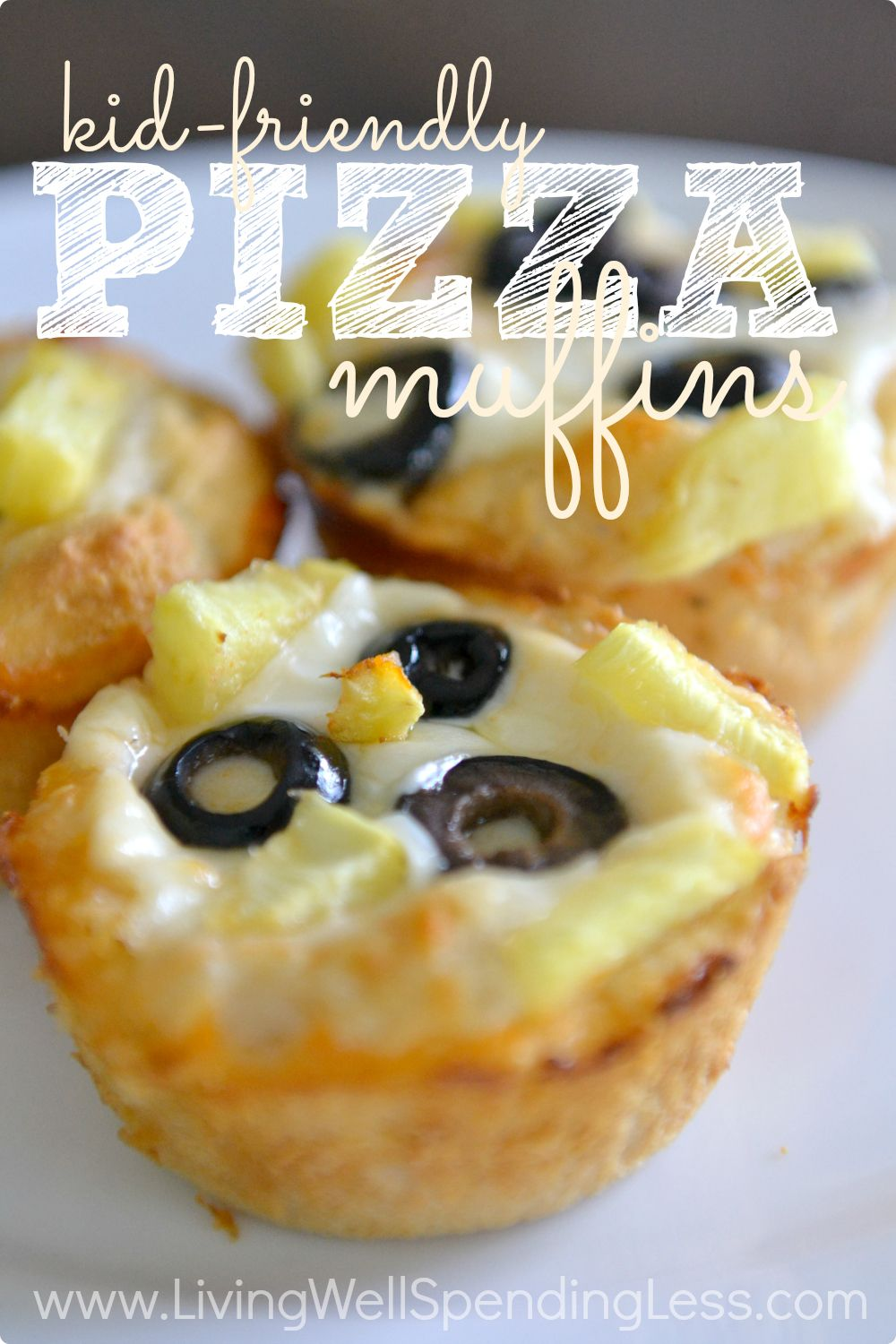 Looking for a fun meal idea that your kids can help prepare?  These quick, easy, & super tasty pizza muffins are a snap to make and a great way to get even young kids involved in the kitchen.  Perfect for a simple summer lunch or afternoon snack!