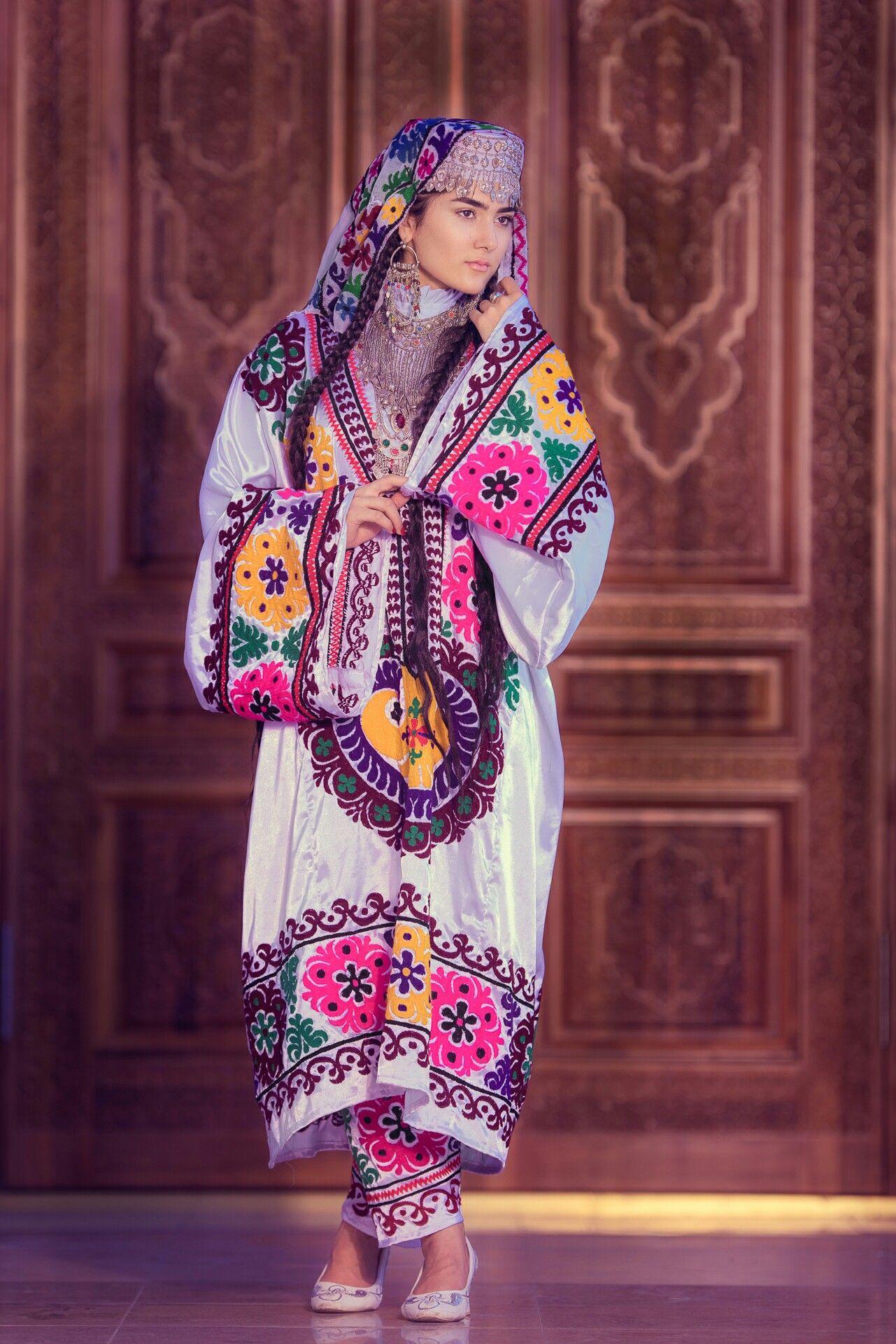 женская таджикская национальная одежда фото словам мэра города