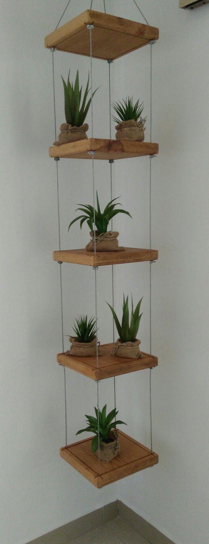 Macetero colgante en madera y cables de acero for Jardines pequenos esquineros