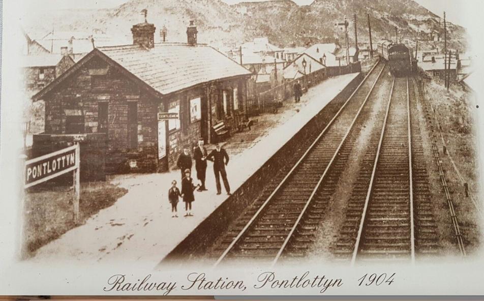 Pontlottyn Railway Station Railway Station Old Photos Railway