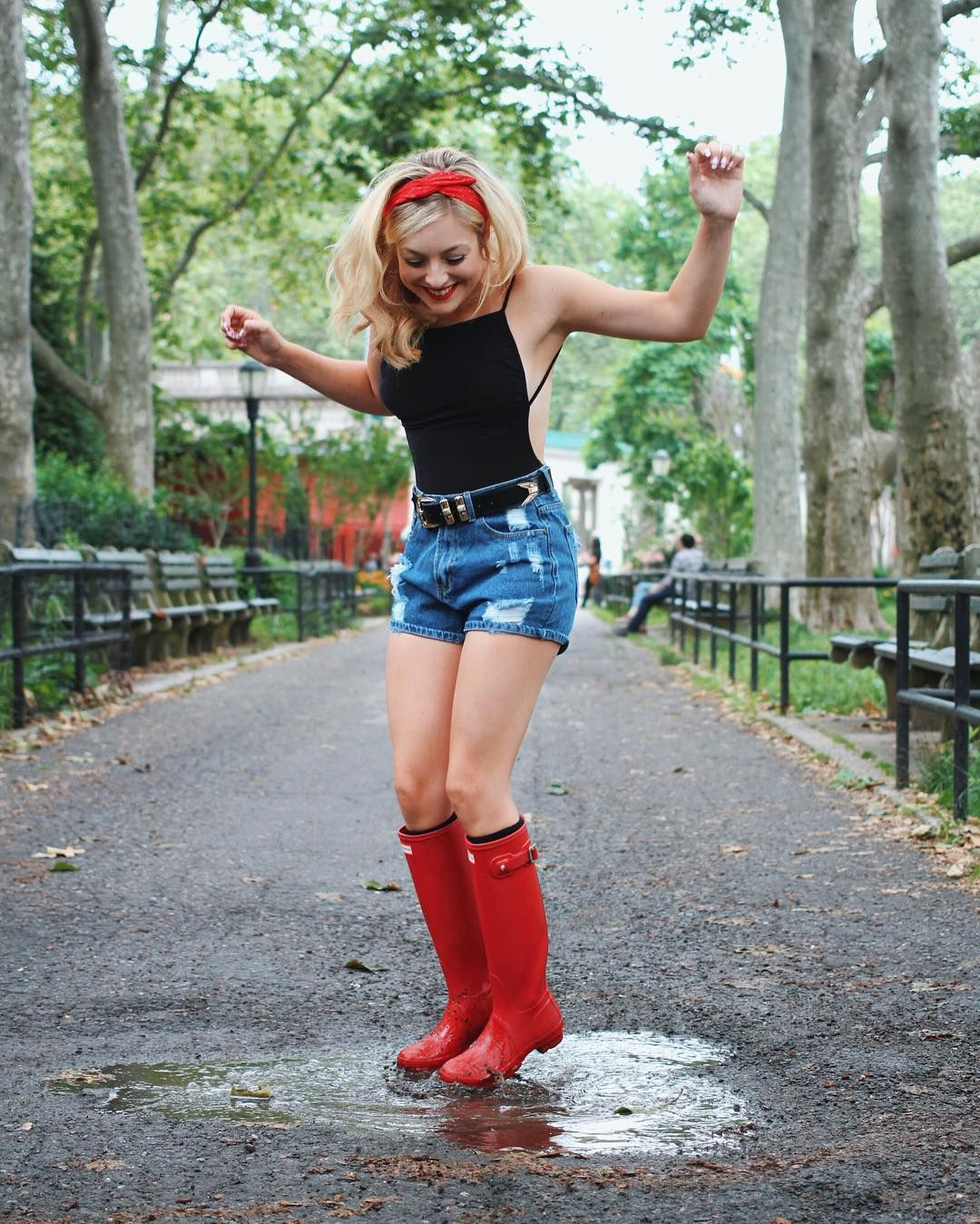 Rainy Day In London Has Me Thinking About Rainy Brooklyn Puddle Stomps Rainy Summer Outfits Summer Day Outfits Rainy Spring Outfit