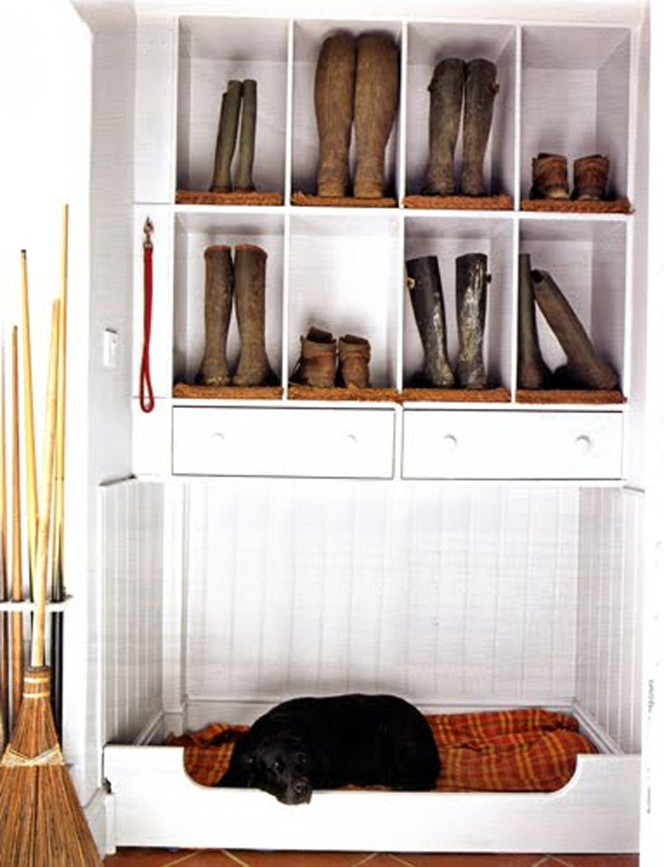 Shoeboot Cubbies & Built In Dog Bed