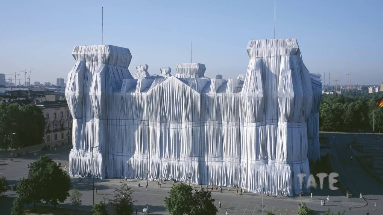 Pin By Rolland On Art Contemporary Christo And Jeanne Claude Jeanne Claude Christo