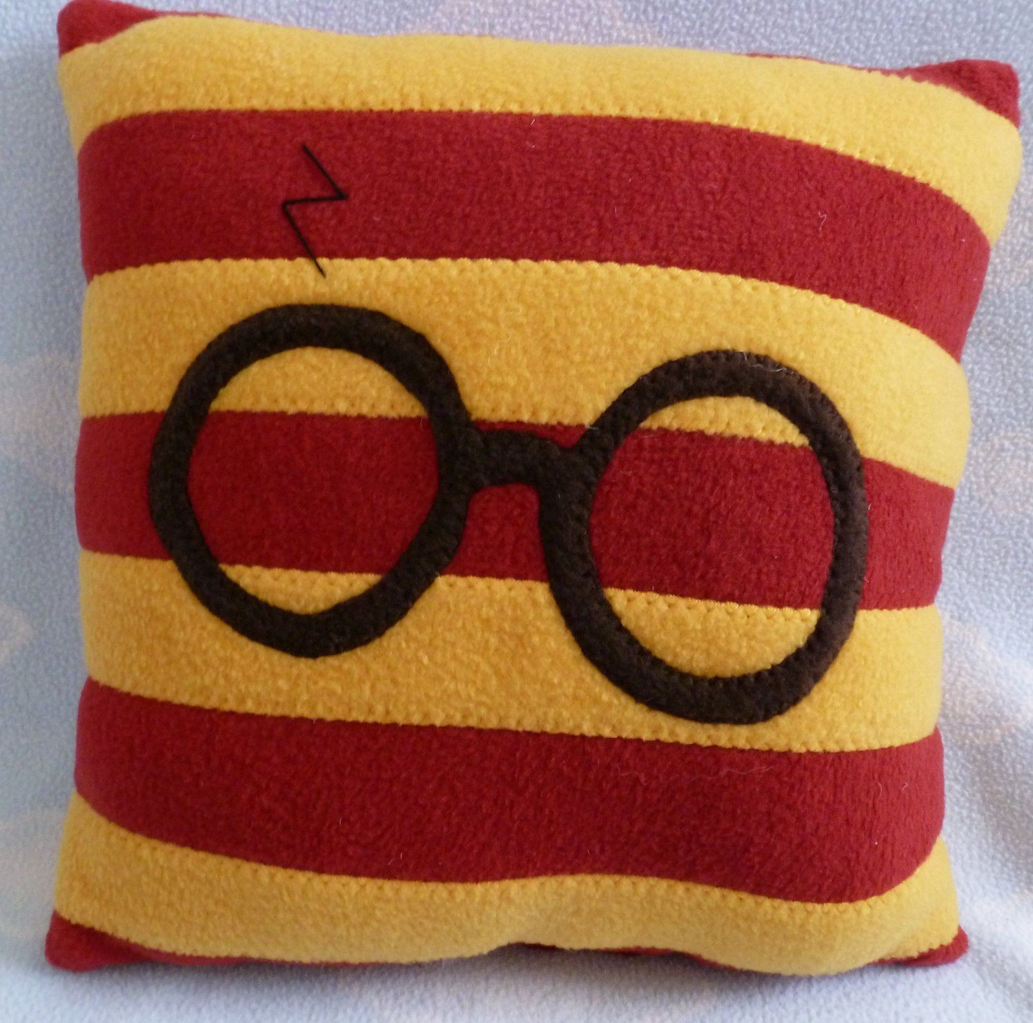Wizard Glasses Throw Pillow, Baby Safe, Machine Wash and Dry Harry potter, Throw pillows and ...