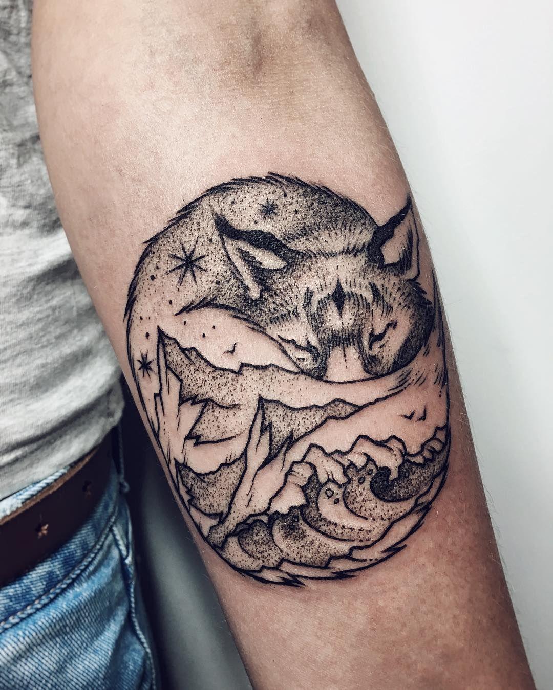sleeping fox and landscape tattoo fox tattoo pinterest landschaftstattoo tattoo ideen und. Black Bedroom Furniture Sets. Home Design Ideas