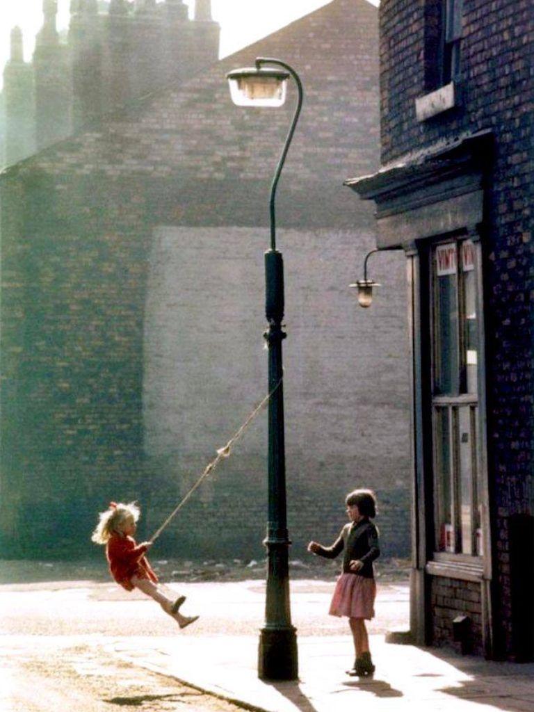 Nothing Like A Swing Round A Lamp Post Aaaah Simple Pleasures