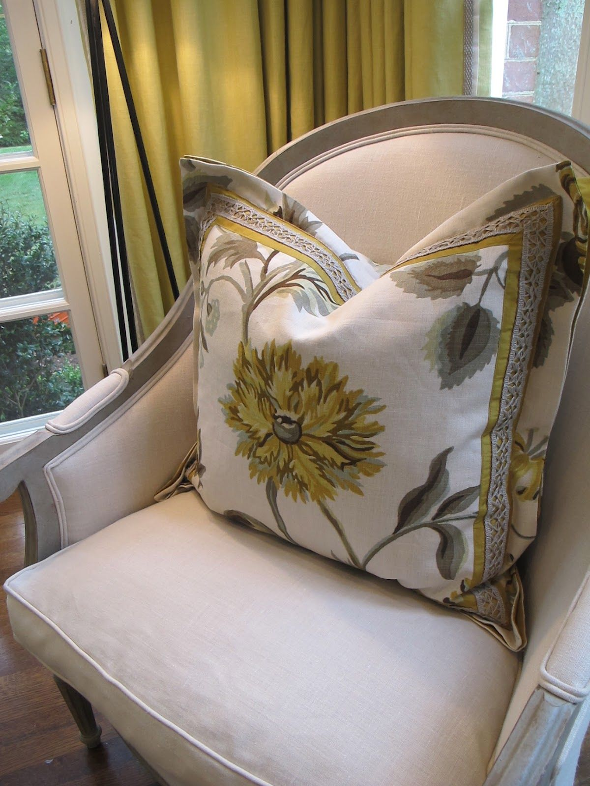Double flanged, layered, mitered trim pillow |design indulgence
