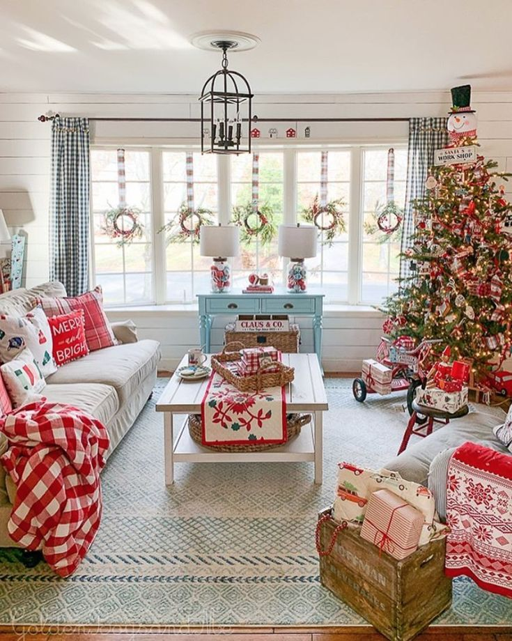 10 Charming Living Rooms to Inspire Your Holiday Decor - Wonder Forest