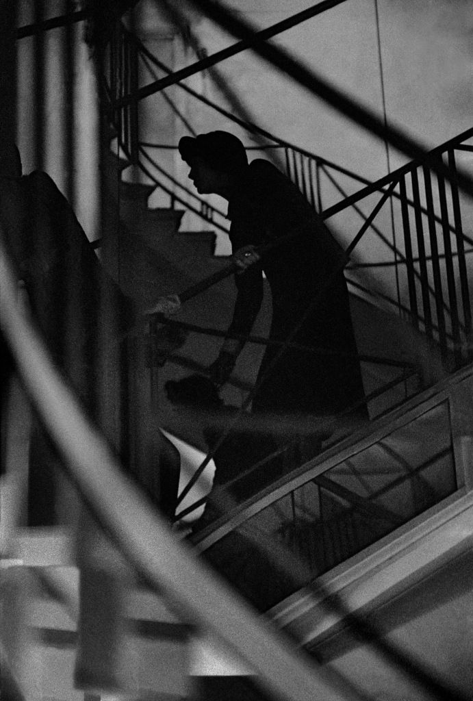 ∴ Frank Horvat. Coco Chanel watching her show, Paris, 1958