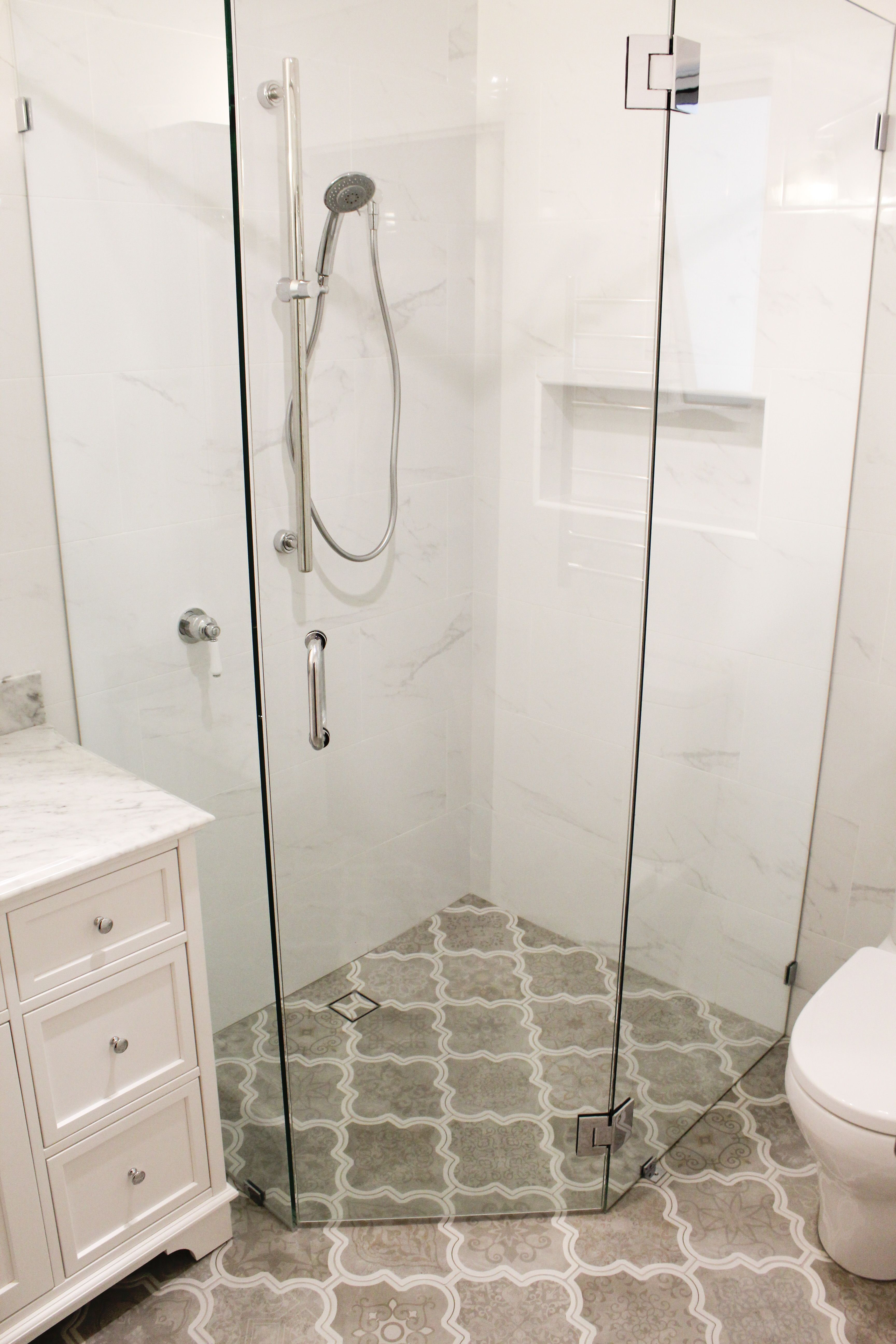 Frameless Shower Screen - 3 Part Shower Screen - Frameless Bathroom ...