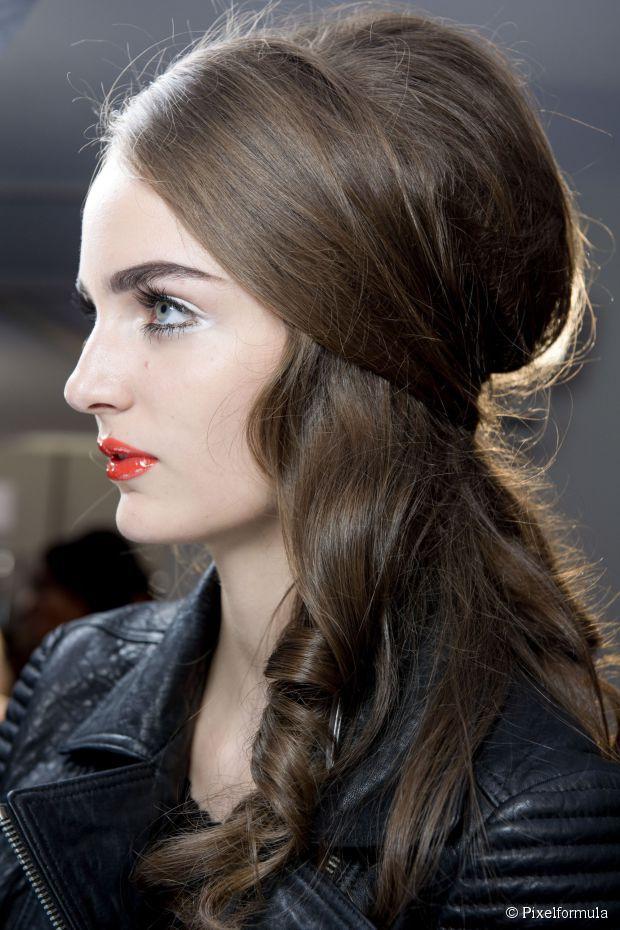 5 Einfache Halbhohe Frisuren Zum Probieren In 2020 Lange Haare Hochzeit Haare Hochzeit Frisuren Haarschnitte