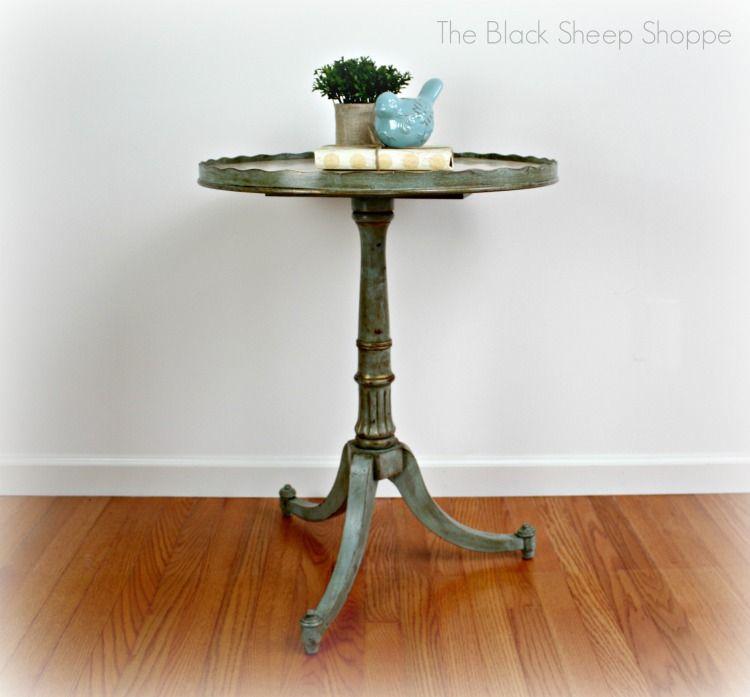 Gentil Vintage Pedestal Table