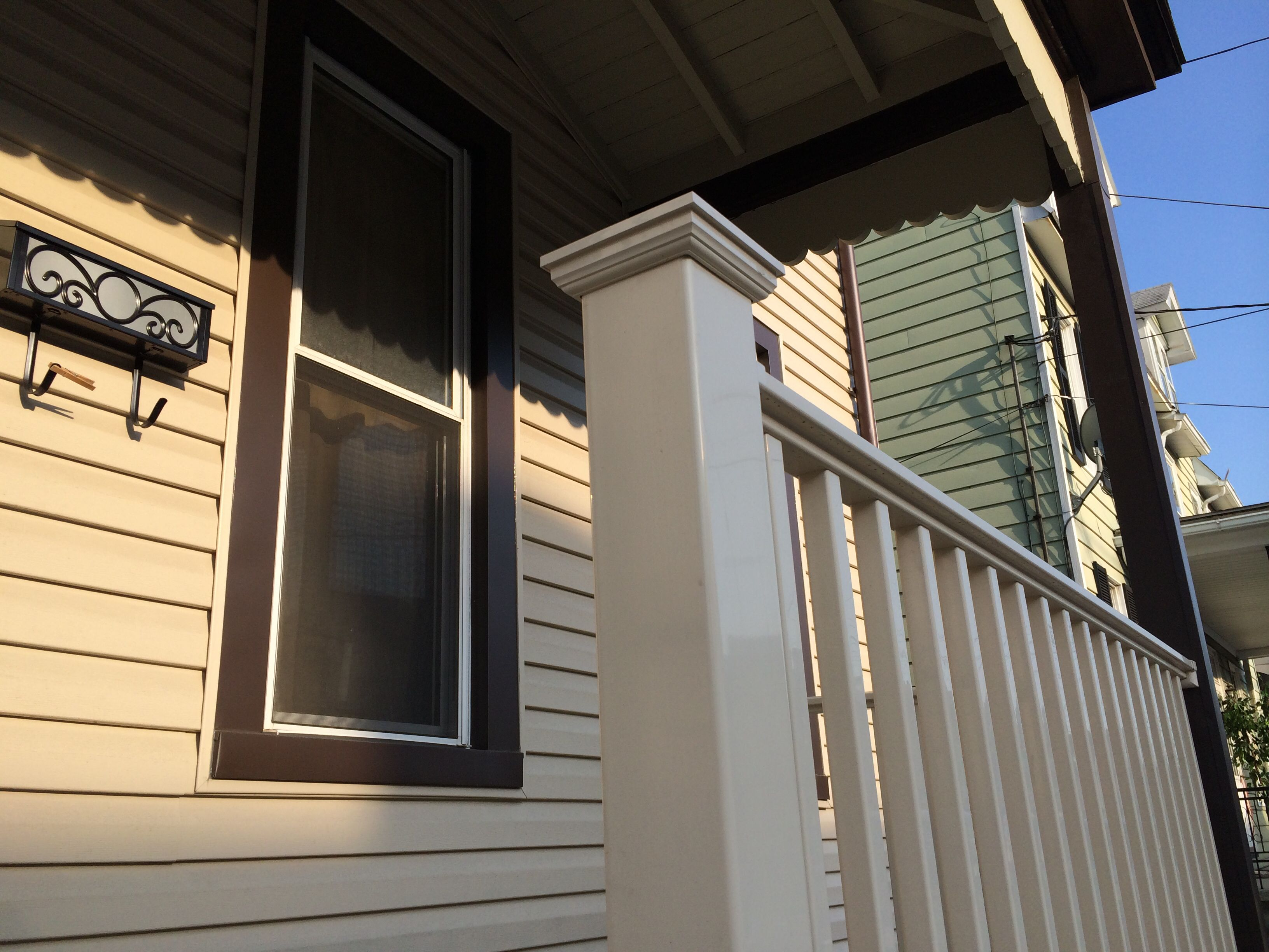 Everything From The Vinyl Railings To The Mailbox Was Part Of This Vinyl Siding Makeover Vinyl Siding Vinyl Railing Replacing Vinyl Siding
