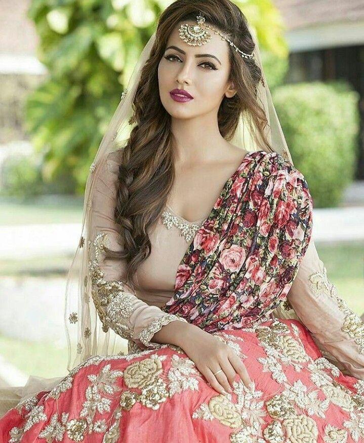 Sana khan Pakistani wedding hairstyles, Pakistani