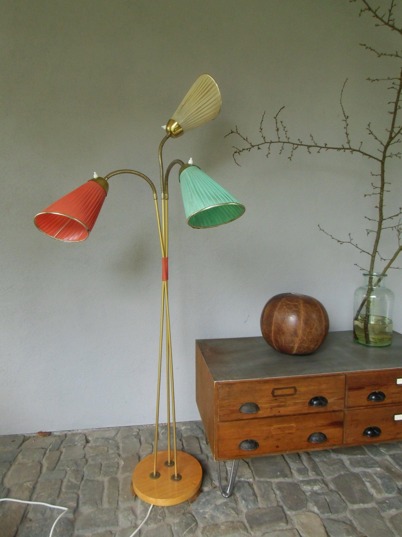Stehlampe Aus Den 50er Jahren Designklassiker Stehleuchte Leselampe Messing Mid Century Stehlampe Vintage In 2020 Decor Lamp Desk Lamp