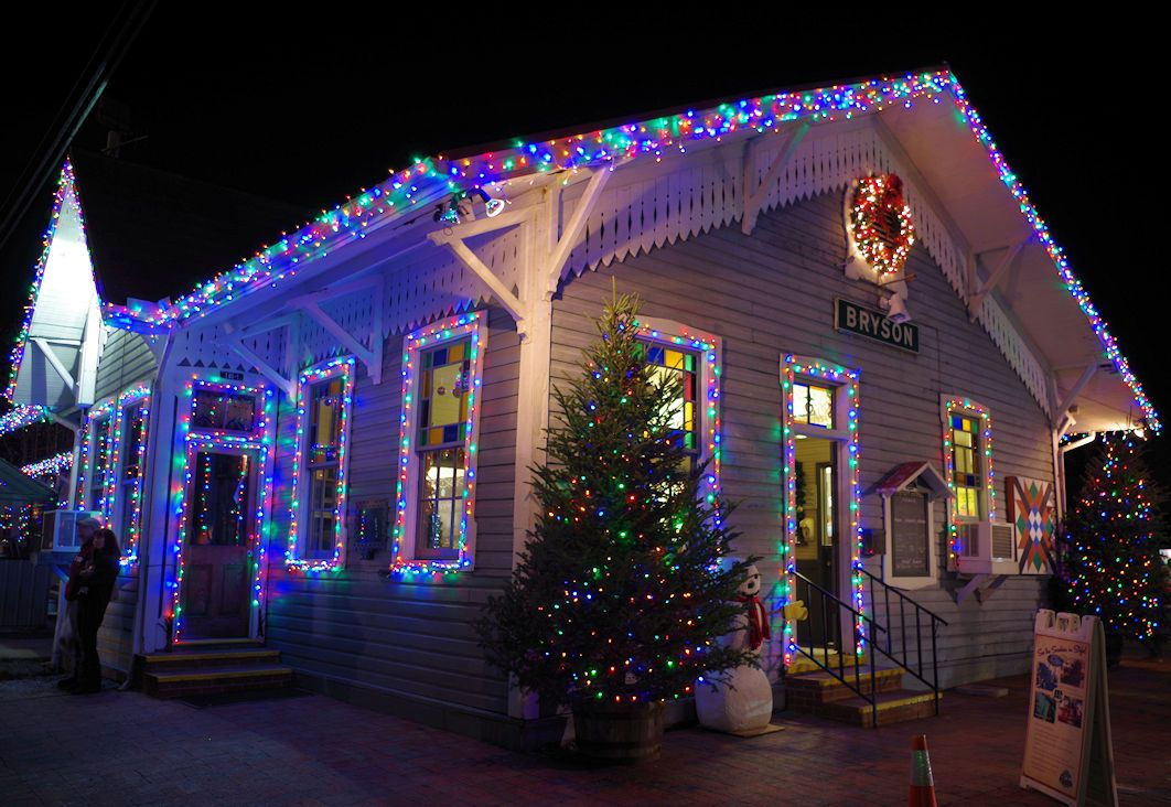Ride The Polar Express To The North Pole To See Santa In Bryson City Nc Near Asheville On Th Polar Express Train Hotels For Kids Bryson City North Carolina