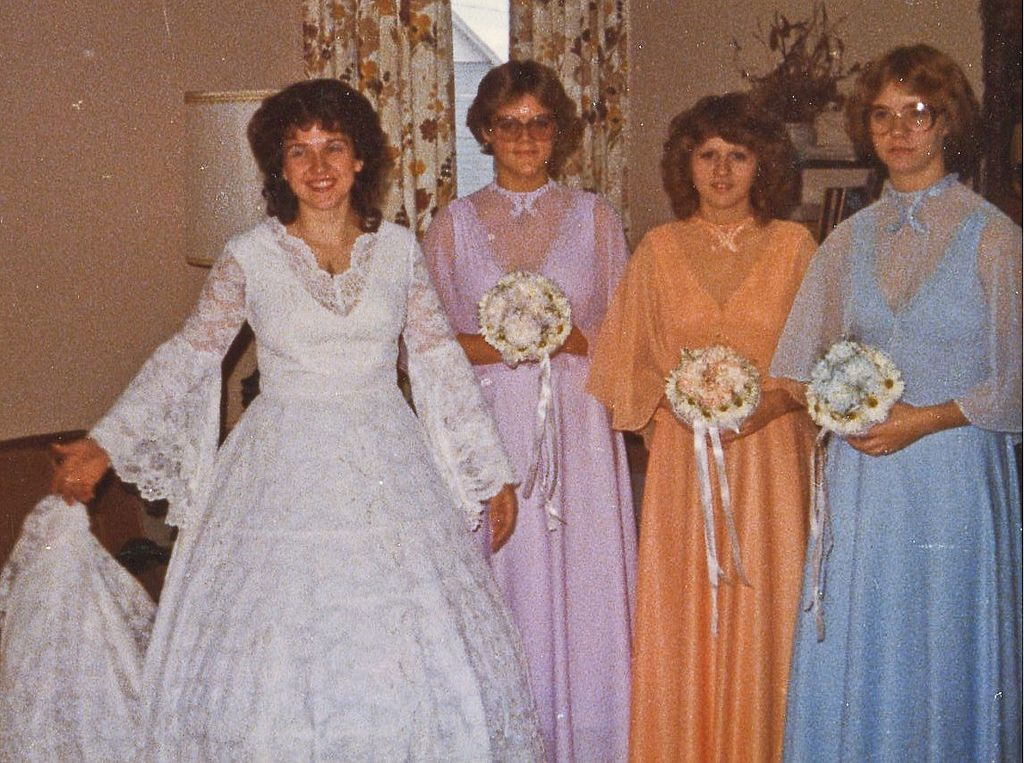 1979 oct 6 Peggy with bridesmaids Michelle Taylor Cindy