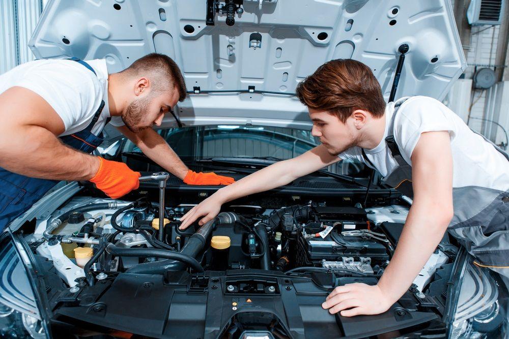 Some Tips To Hire A Good Automotive Mechanic Car Repair Service Car Mechanic Car Maintenance