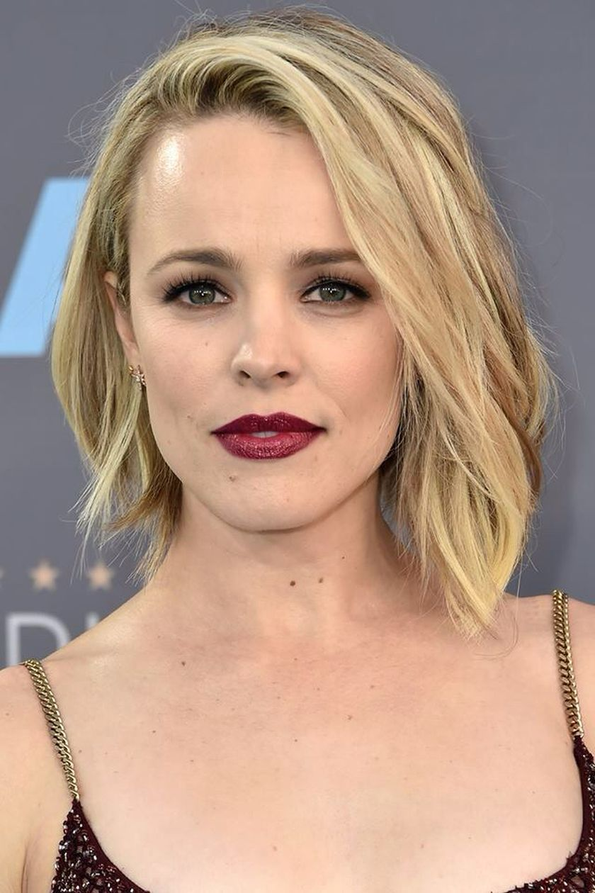 awesome short asymmetrical bobs hairstyle that worth to copy