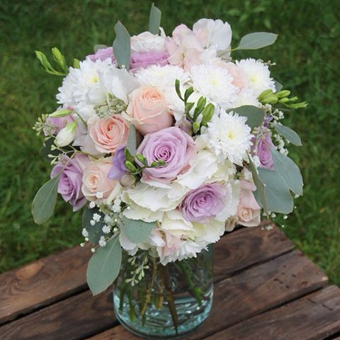Bilderesultat for bordpynt bryllup lilla grått