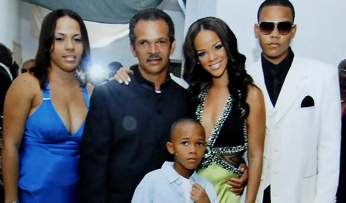 Rihanna Her Two Brothers Her Dad And Her Sister Rihanna Navy