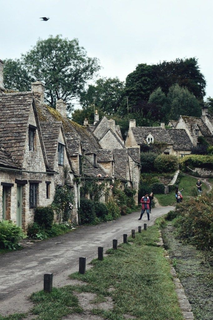 A Guide To The Most Beautiful Villages In The Cotswolds is part of Village photography, Cotswolds, Visiting england, Beautiful villages, Uk photography, Cotswolds cottage - Looking for the prettiest places to visit in England  Here is a guide to the most beautiful villages in The Cotswolds which every tourist to the UK should make sure to add to their list