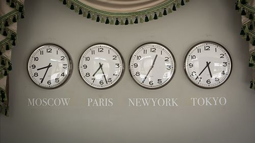 clocks on a wall with time zone of different country Christians - new world clock map online