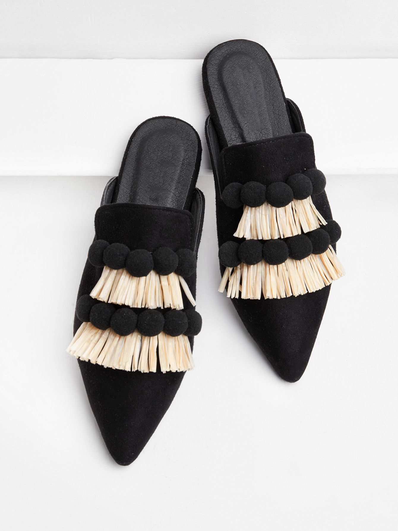 Women Mules in black leather with pointed toe, fringe and