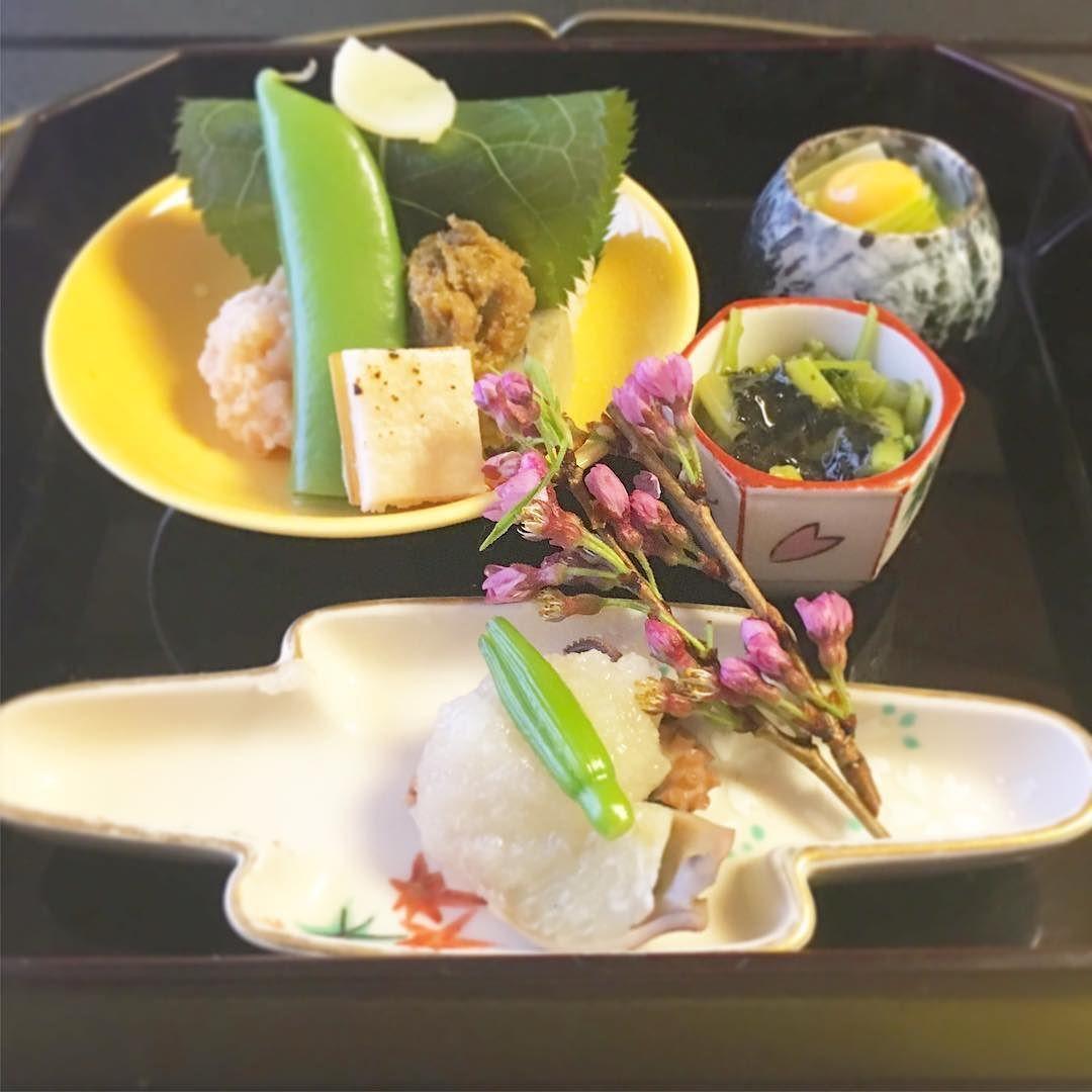 お気に入りの京懐石 京都に行くと必ずと言って良いほど立ち寄るのがこちらのお店 ランチはリーズナブルで本当に本格的で味はもちろん見た目も楽しめます 春なので桜の懐石を頂きました  さてこれからデザートを求めてとあるお店へ  #京都 #かじ #懐石料理 #ランチ #桜 #Kyoto #cuisine #lunch #kaiseki #sakura #cherryblossom by bayurafura