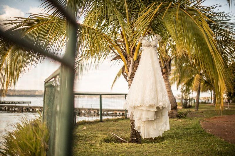 Noiva | Bride | Vestido de noiva | Vestido de princesa | Vestido branco | Vestido modelo | Vestido rendado | White dress | Vestido | Dress | Wedding dress | Bride's dress | Princesa | Princess | Inesquecivel Casamento