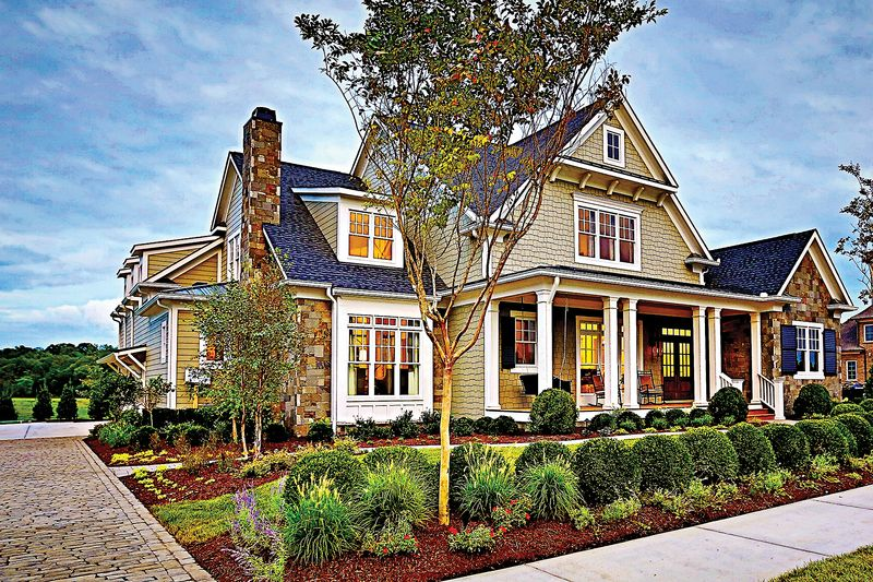 Craftsman Style House Plan 4 Beds 5 5 Baths 3878 Sq Ft Plan 927 5 Craftsman Style House Plans Craftsman House Plans Craftsman House