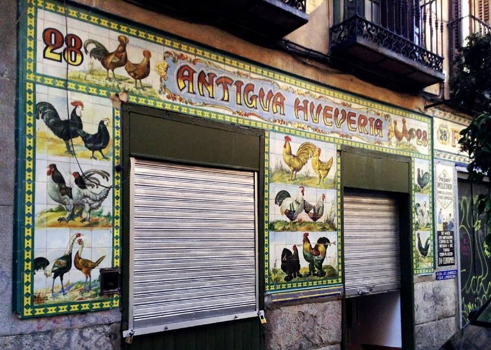 Calle De San Vicente Ferrer Esquina Con San Andrés Barrio De Las Maravillas Malasaña Madrid España Madrid España Comercio Tradicional San Vicente