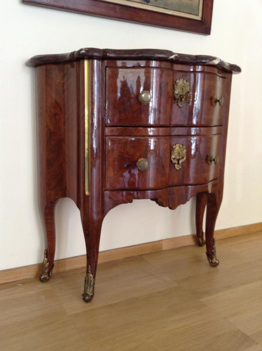 Gorgeous Little Commode In Kingwood From The Early 18th Century Period For Sale On Proantic By Blue Antique Meuble Meuble Mobilier