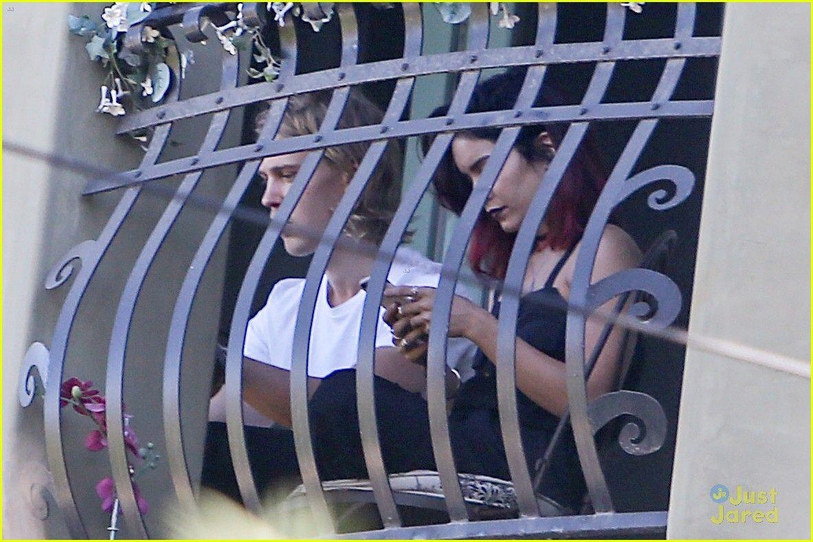 Vanessa Hudgens & Austin Butler Try to Go Unnoticed at Lorde's Concert | vanessa hudgens austin butler lorde concert 04 - Photo