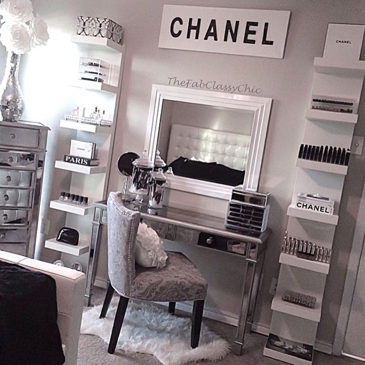 So obsessed with this setup! #dressingtable #vanity #makeupstorage ...