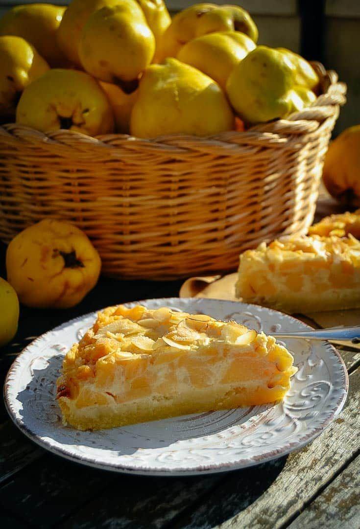 Quittenkuchen Rezept mit Mandeln und Creme Fraiche