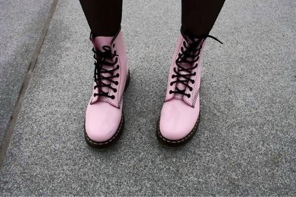 9 Fashion Tips to Pull Off Pastel Grunge | Stiefel, Rosa doc