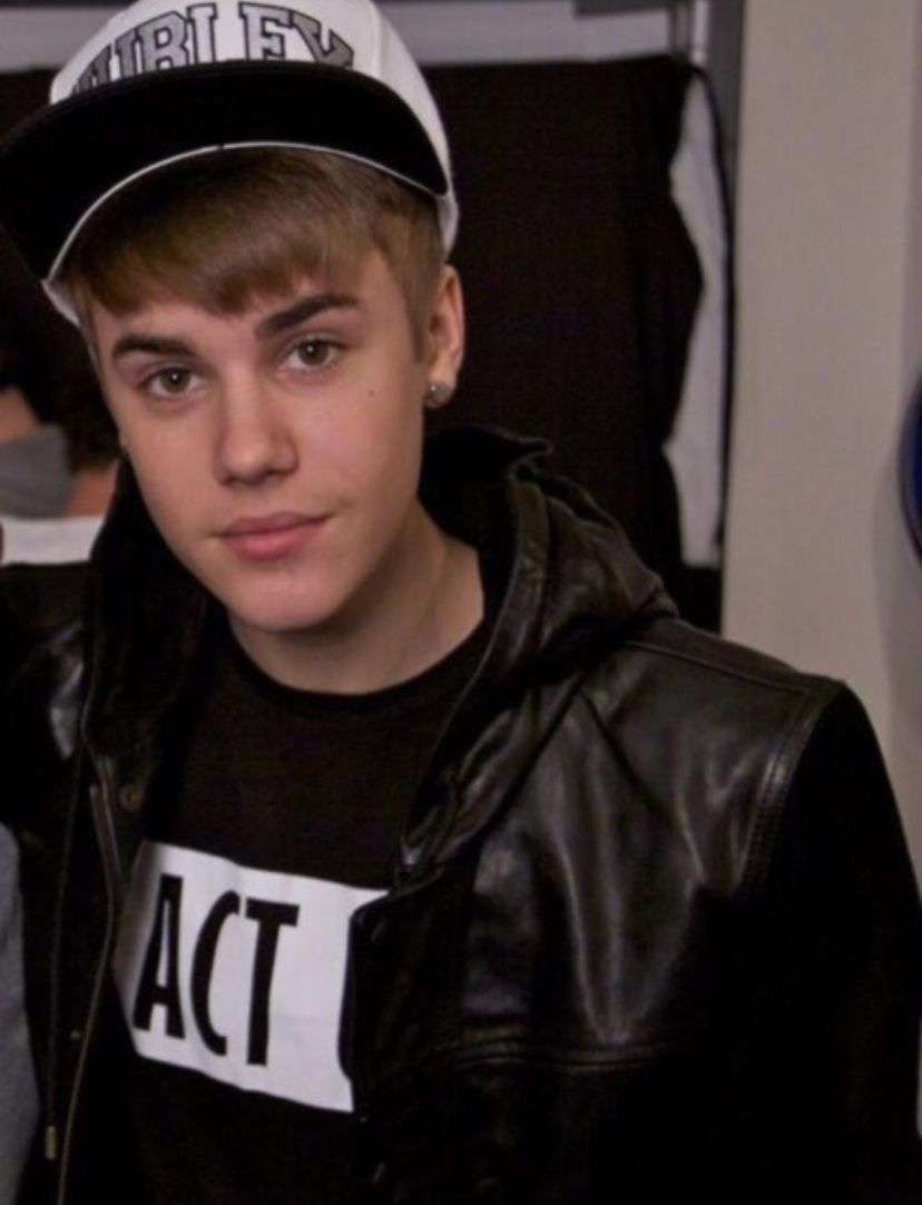 Pin By Emily On Justin Bieber Justin Bieber Leather Jacket Outfits Justin Beiber [ 1082 x 828 Pixel ]