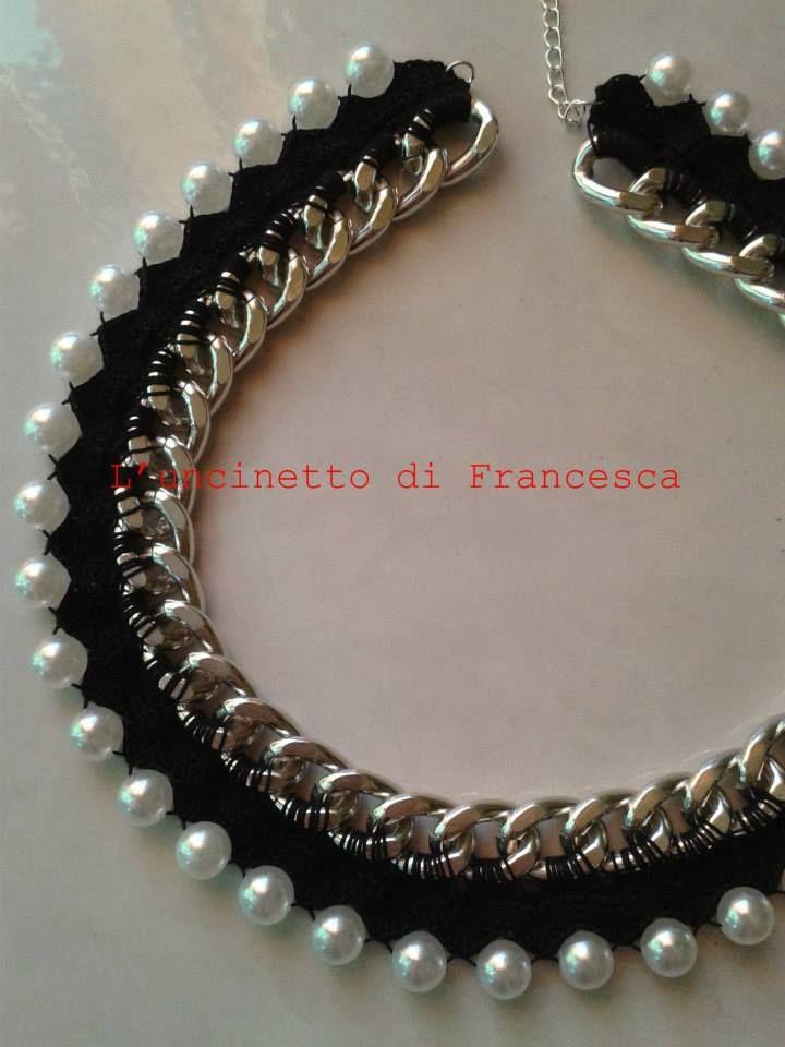 Collana lavorata all 39 uncinetto su catena e perle by l 39 uncinetto di francesca collane e - Collane di design ...