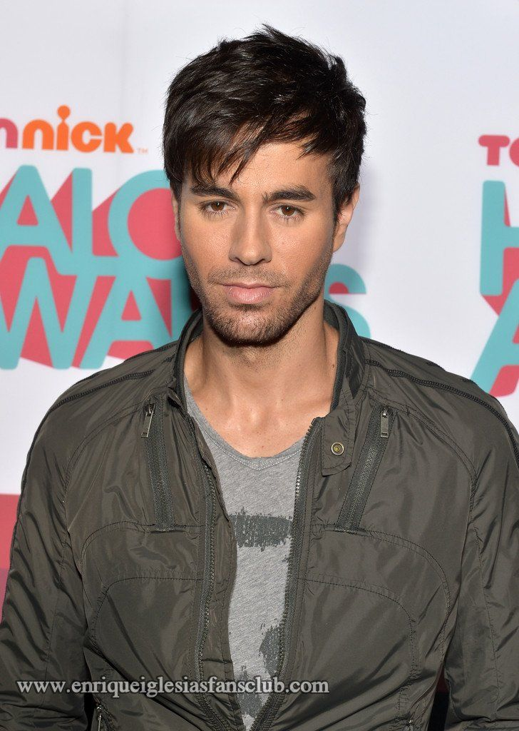 Enrique Iglesias Video And Pictures Heart Attack Halo Performance Http Www Enriqueiglesiasfansclub Com Enri Enrique Iglesias Enrique Iglesias Videos Iglesias