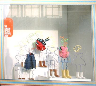 Gap kids windowdisplay wire mannequins simple colours for Window design cartoon