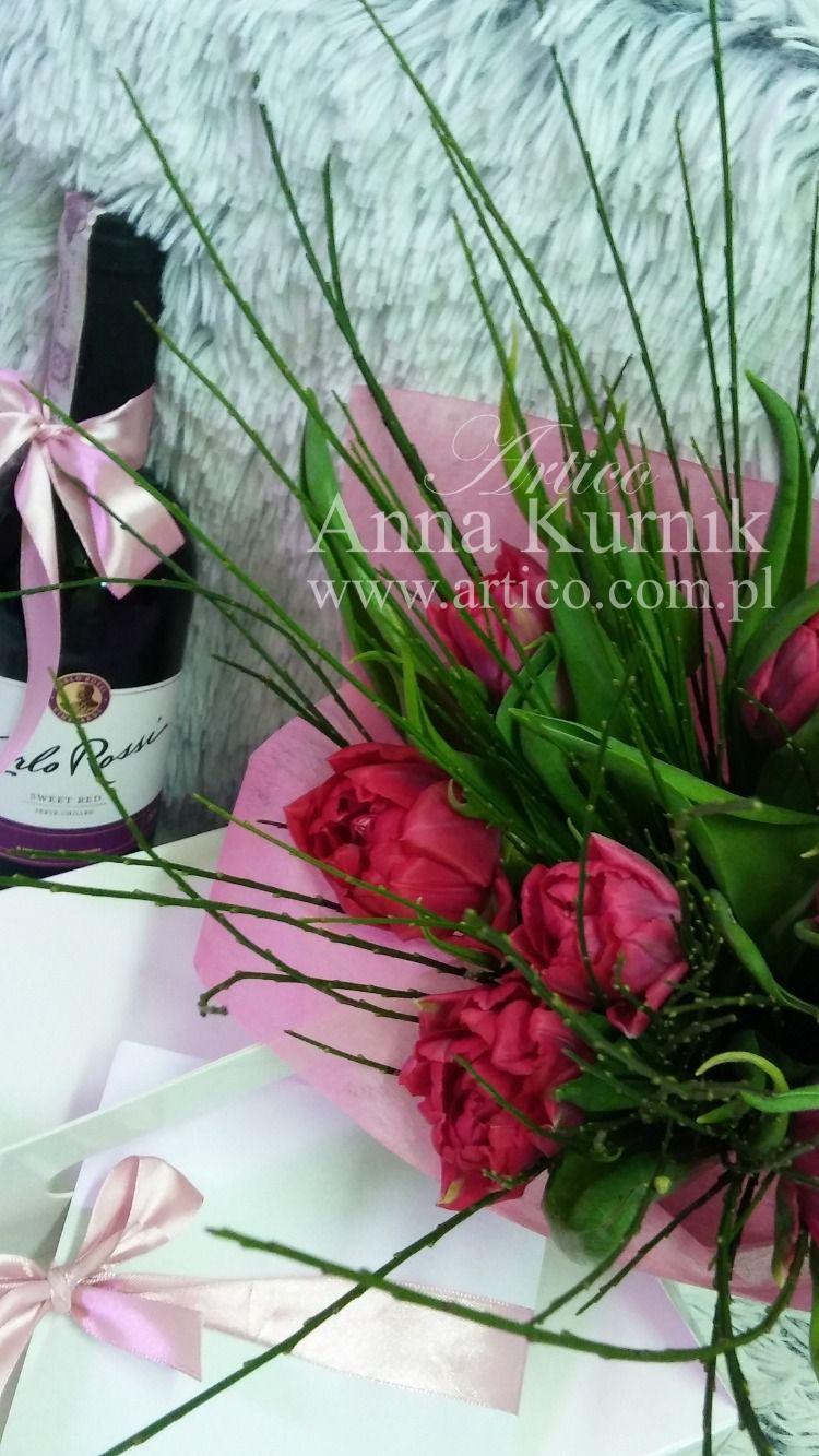Czy Pamietacie O Zblizajacym Sie Dniu Kobiet Zaskocz Swoja Dziewczyne Badz Oryginalny Kup Ekskluzywny Bukiet Z Tulipanami Wysoka Ja Glass Vase Decor Vase