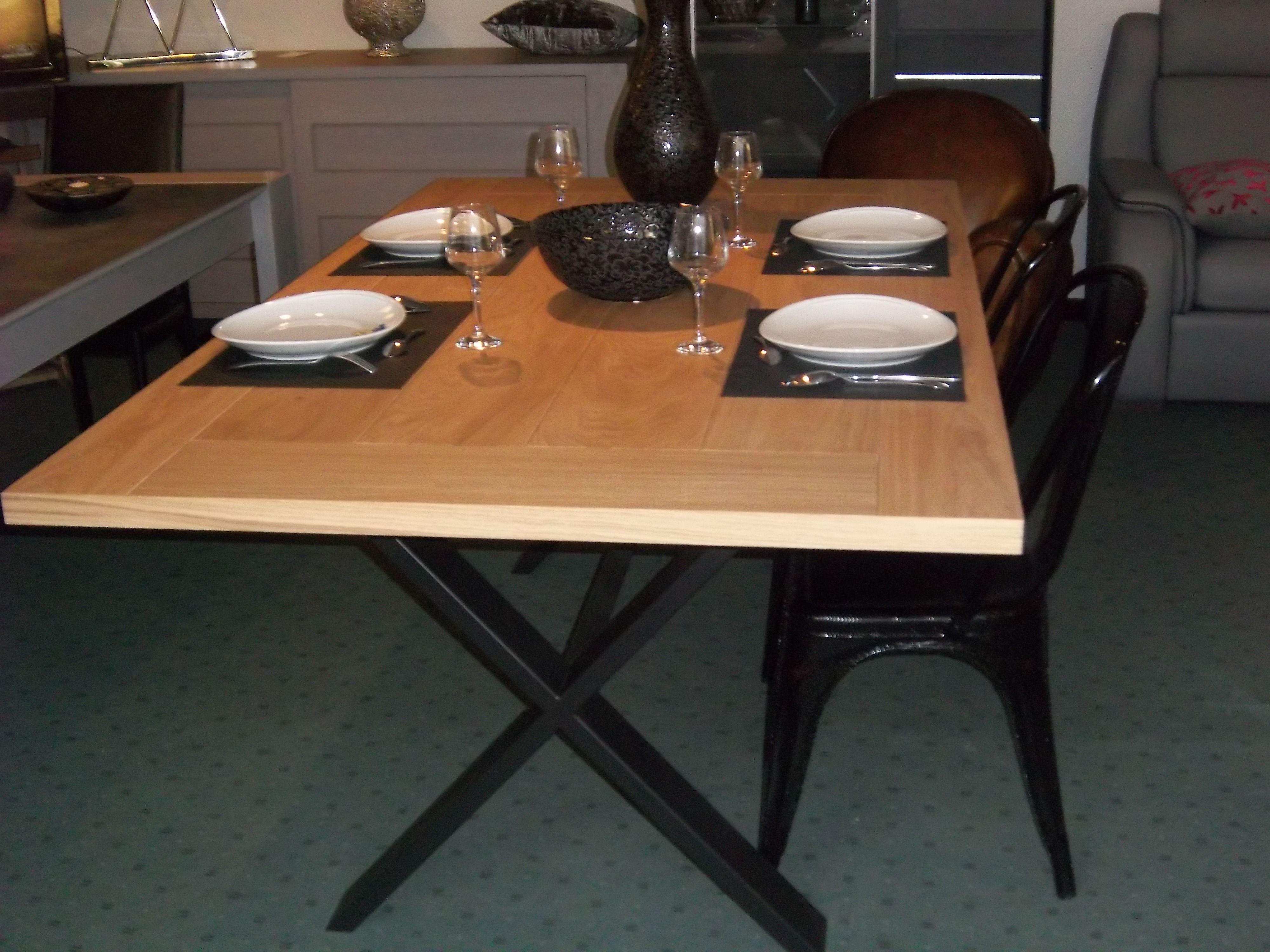 Table Bois Et Metal Pied En Croix Et Dessus Chene Séjour - Table 140x140 avec rallonge pour idees de deco de cuisine