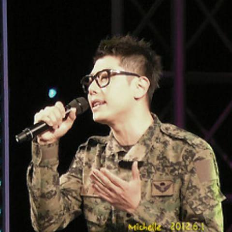 군복만보면 군인쿄가 생각나는 이상한 현상! 군복은 사랑이었져.. #박효신 #군인쿄