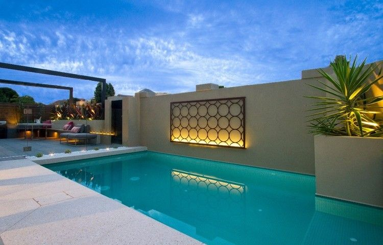 d coration mur ext rieur grille m tallique clair e et piscine ext rieure jardin pinterest. Black Bedroom Furniture Sets. Home Design Ideas