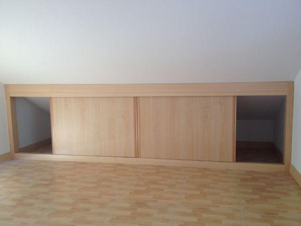 Resultado de imagen de aprovechar armario buhardilla for Armarios buhardilla