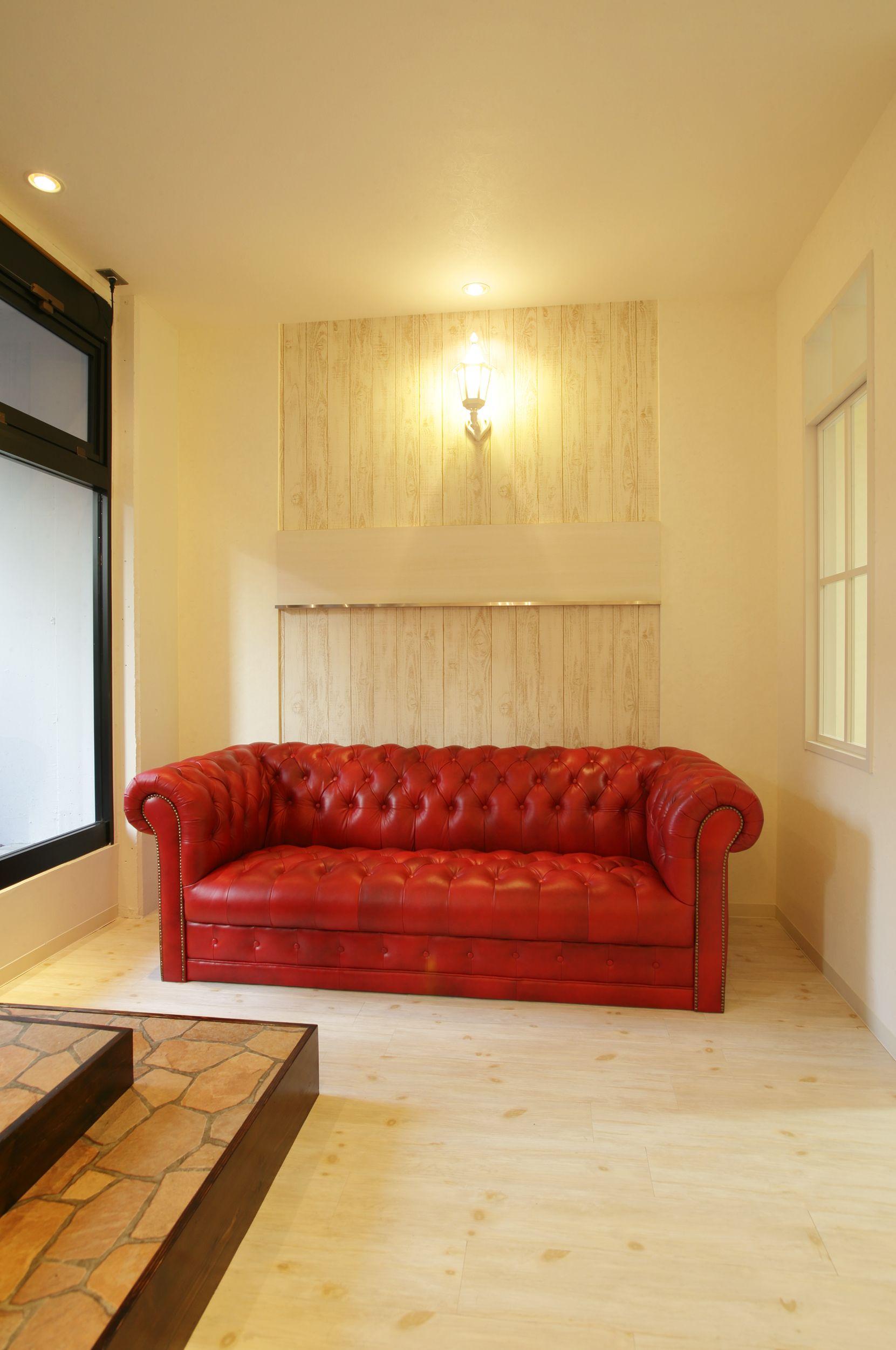 Beauty Salon Interior Design Ideas Red Sofa E Decor Reception Antique French Designs Follow Us On Https Www Facebook Tracksgroup